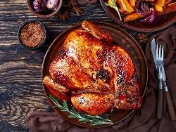Пълнено пиле с краве сирене, кашкавал и майонеза печено под фолио на фурна - снимка на рецептата